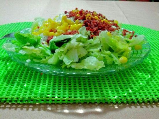 Ensalada de lechuga, maíz dulce, tocino de soya y aderezo | http://moussecakescollections.blogspot.com