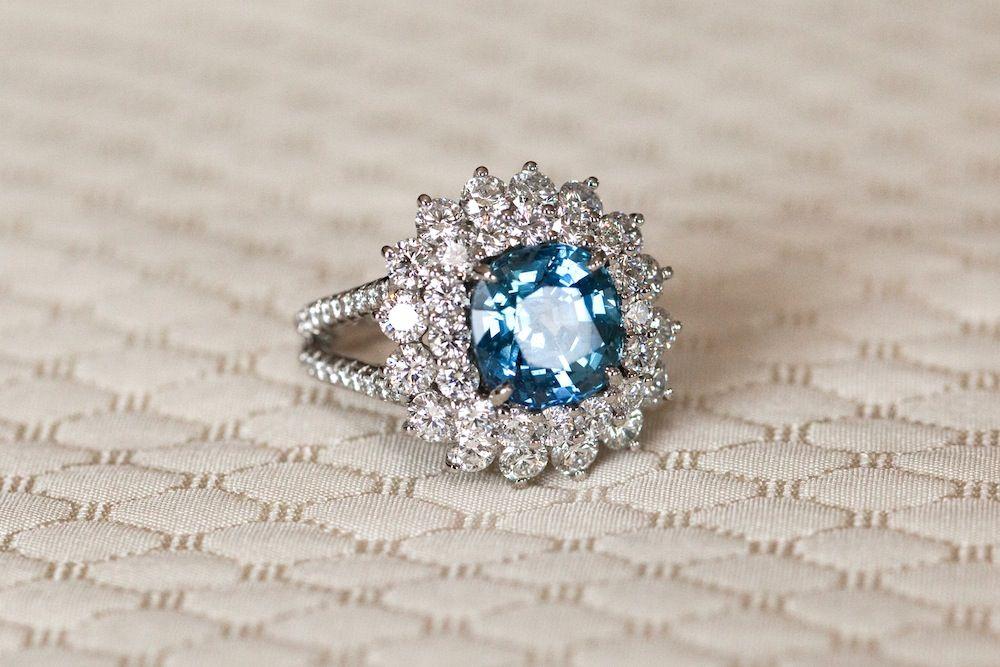 Video thumbnail for Irina Shayk Flaunting an Engagement-ish Ring