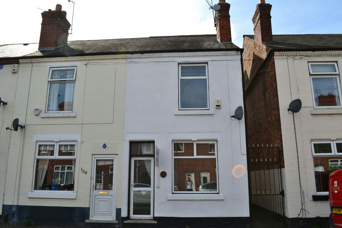 #ForSale in #LongEaton - £99,950 http://bit.ly/BennettStLongEaton A TWO DOUBLE BEDROOM end #terrace within walking distance of town centre. Ideal for FTB or buy to let investor. NO UPWARD CHAIN, GCH and DG. Lounge, dining area, kitchen, two first floor bedrooms and bathroom. Enclosed rear garden. You'll need to call our Long Eaton Branch for more details and to view - their number is 01159 461818.