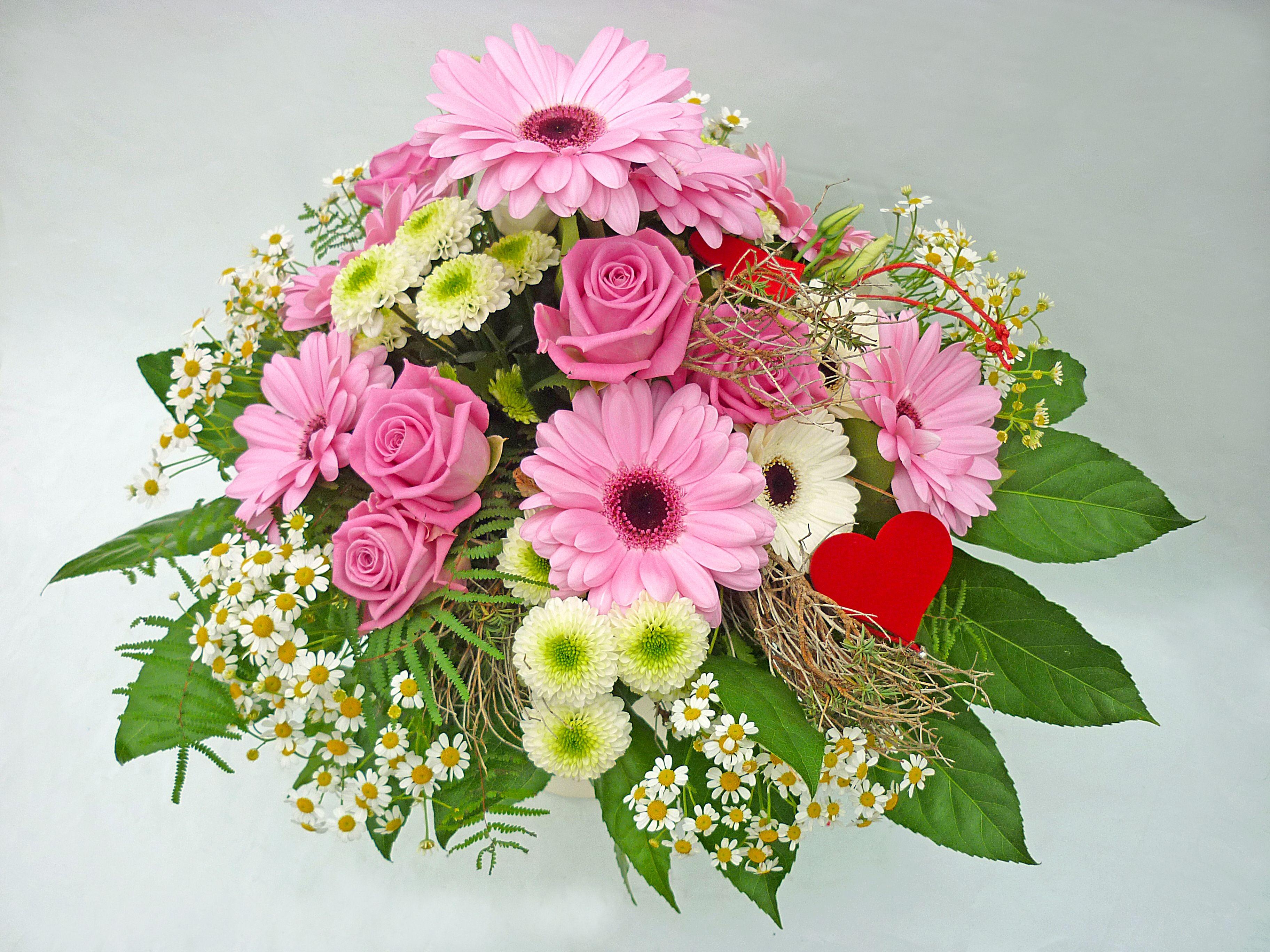 Blumengrosshandel Ritzka Muttertagsstrauss Rosa Ist Die Dominierende Farbe Unseres Floristik Tipps Zum Muttertag Die Rosen Der Sorte Muttertag Blumen Mutter