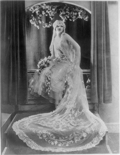 Wedding Dress Circa 1927 Bridal And Wedding Planning Resource For Seattle Weddings Seattle Bride Maga Wedding Dresses Wedding Gowns Vintage Vintage Wedding