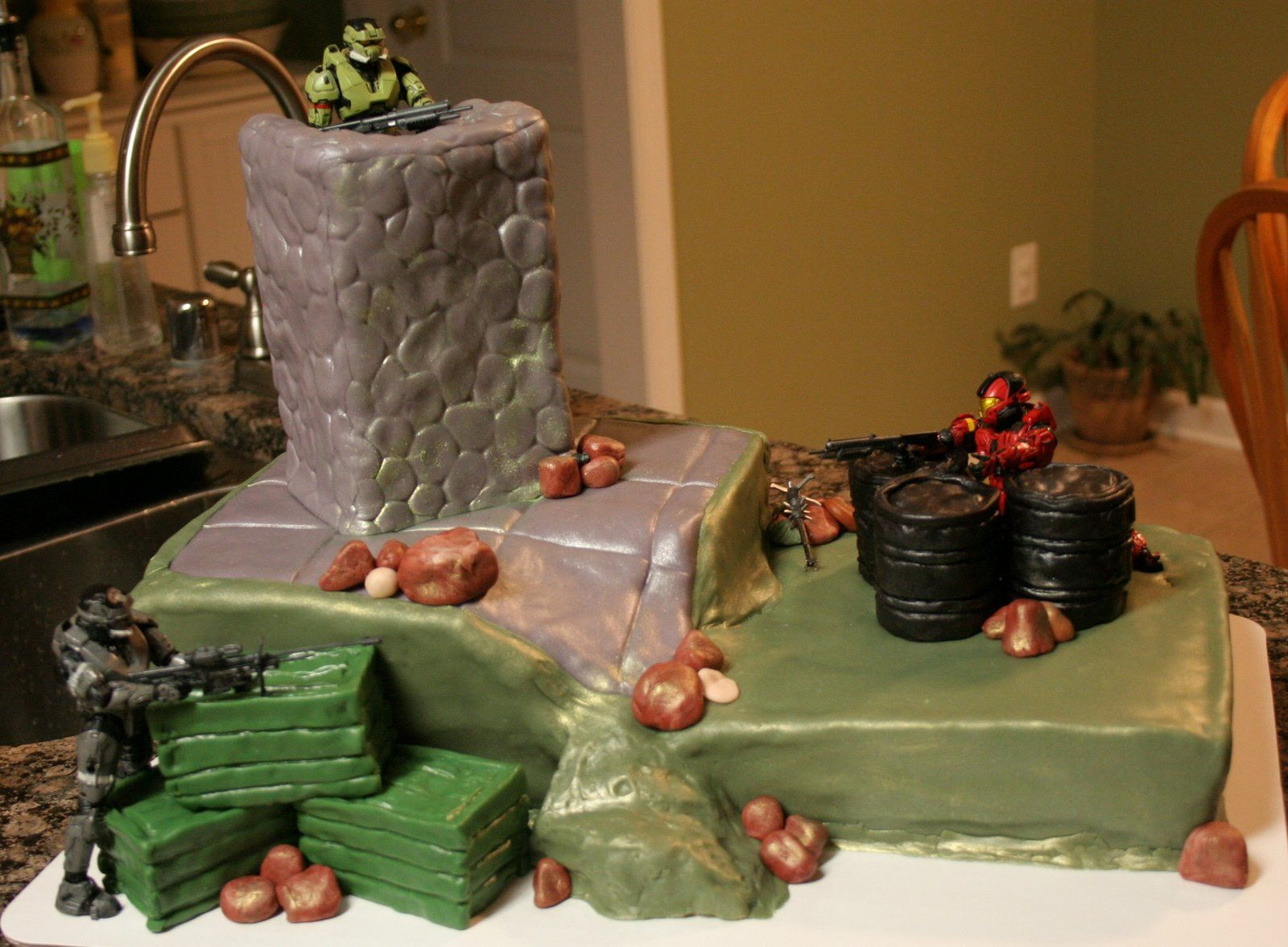 Halo cake 2 Google Image Result for httpsliceatatimefiles