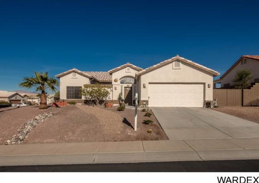 Zillow Has 1 076 Homes For Sale In Bullhead City Az View Listing Photos Review Sales History And Use Our Detaile Bullhead City House Styles Bullhead City Az