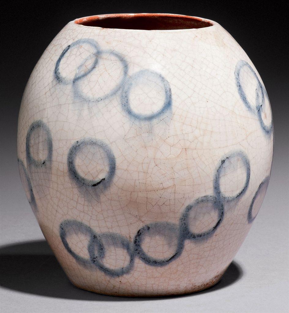 FRANCIS JOURDAIN (1876-1958) VASE OVOÏDE, VERS 1942 En céramique, à décor d'anneaux émaillés bleus sur un fond blanc craquelé Hauteur : 14 cm. (5½ in.) Situé, monogrammé et daté 'France, Fj, 42' au revers