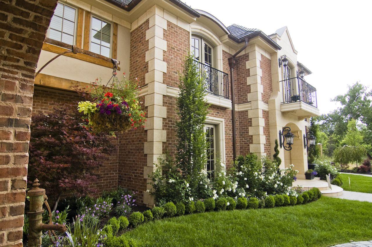 Casas de lujo interiores cheap entrada spa chalet with for Jardines de lujo