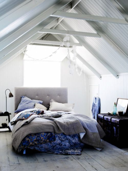 I Love The Rafters Old Trunk And Comfy Inviting Bed Scandinavian Design Bedroom Home Bedroom Design