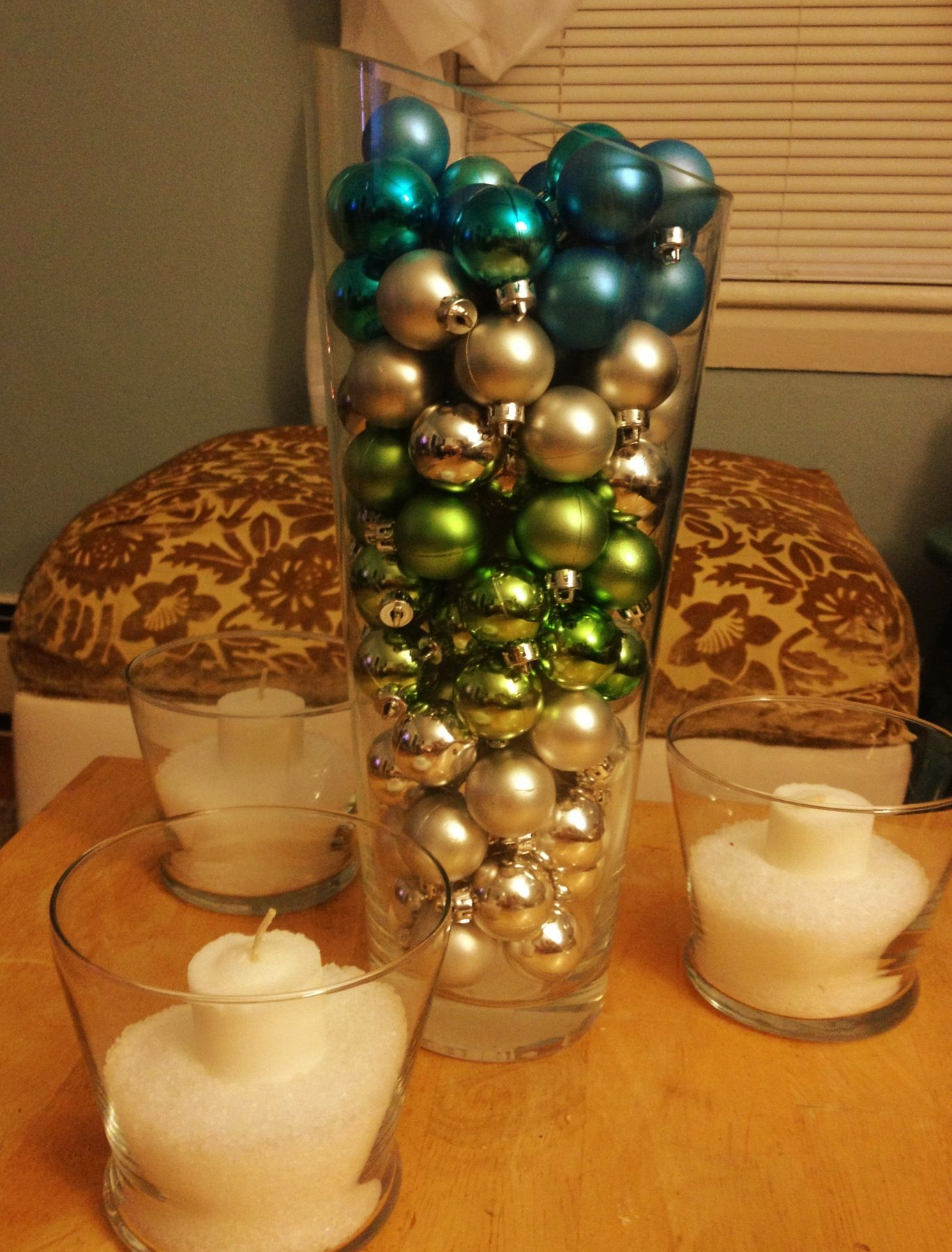 Our coffee table holiday centerpiece decor