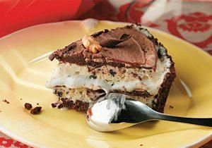 Torta de cookie com sorvete e calda de chocolate - Doces - Receitas - CLAUDIA - VOCÊ INTEIRA