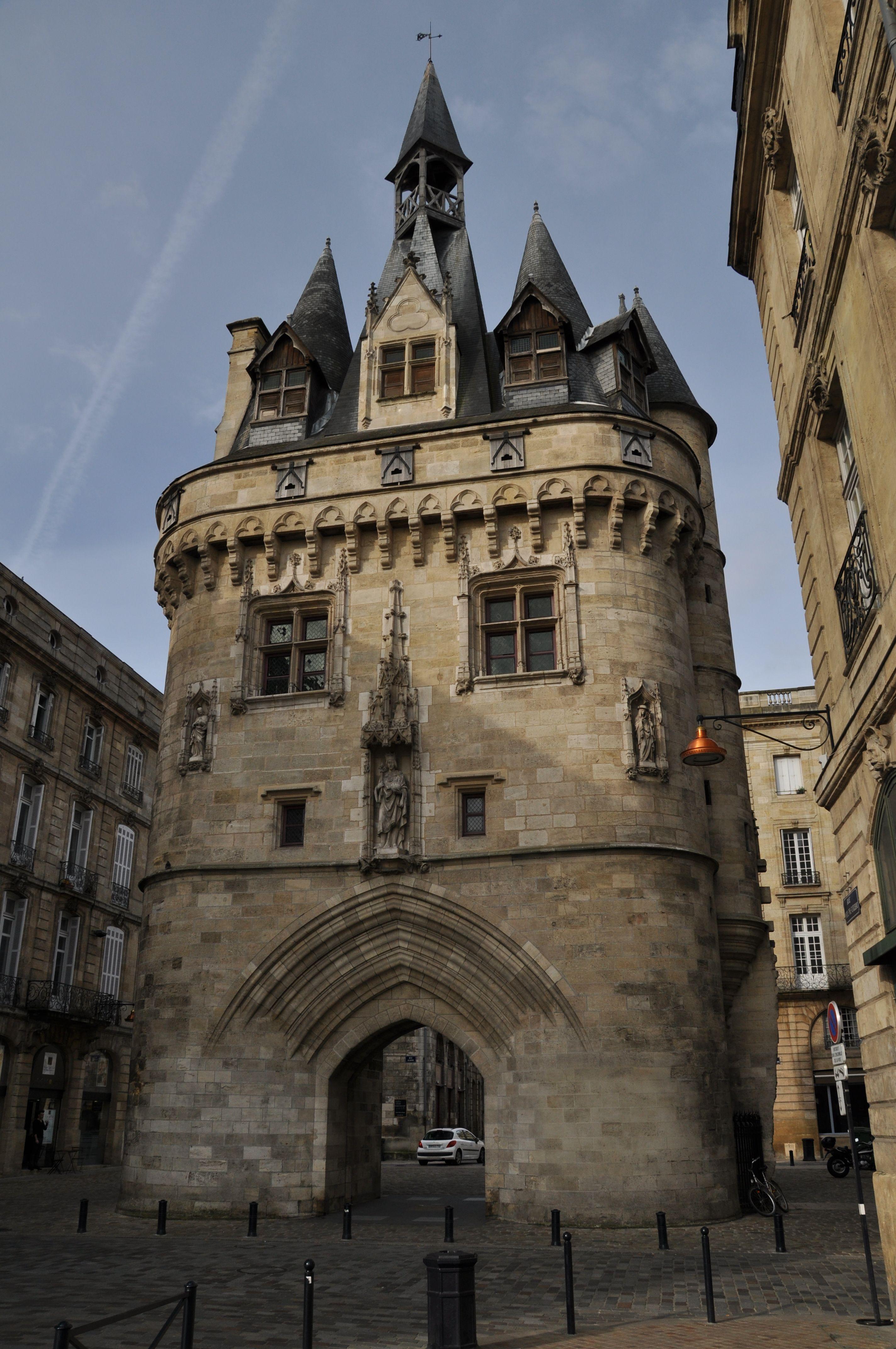 Porte cailhau bordeaux france bordeaux 39 s city gate for Porte cailhau