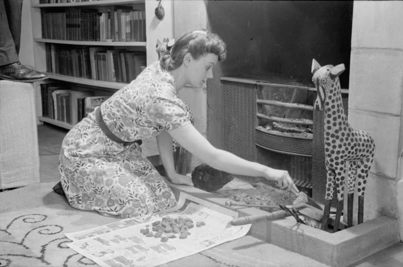 A DAY IN THE LIFE OF A WARTIME HOUSEWIFE EVERYDAY LIFE IN