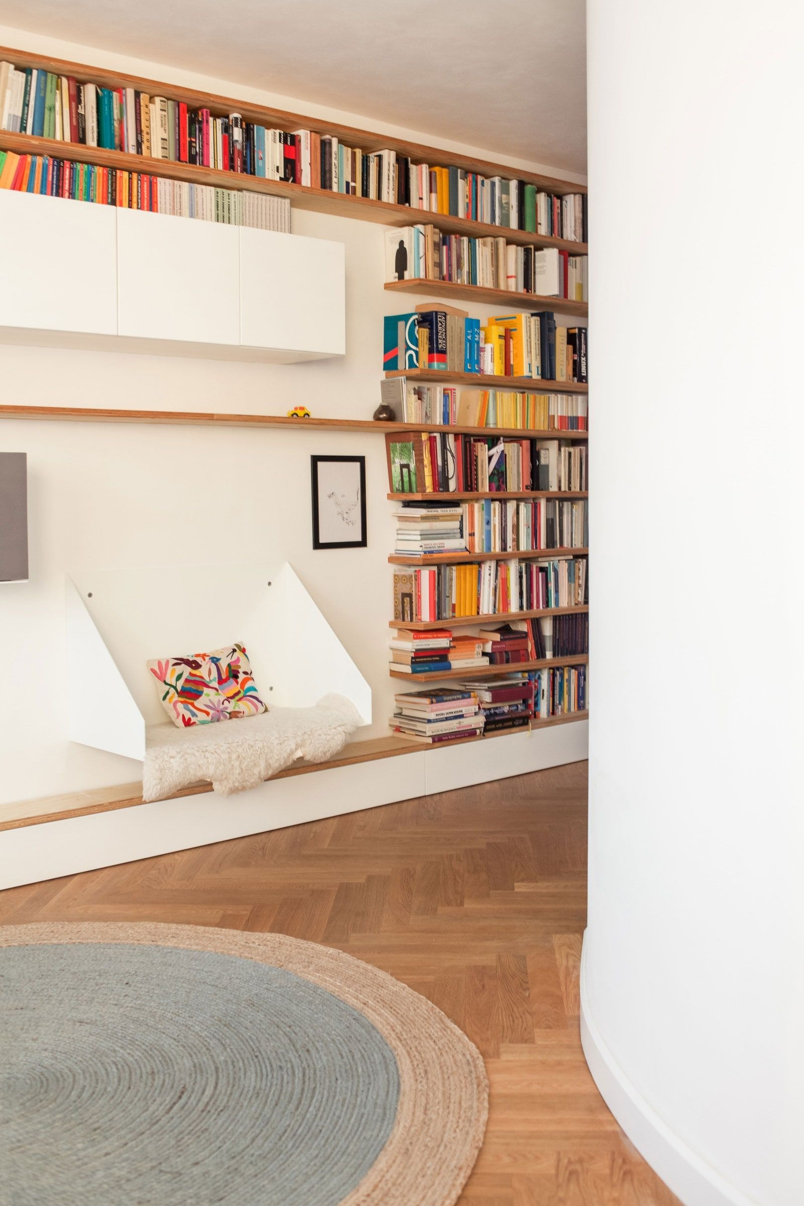20 Genius Storage Ideas For Small Spaces In 2020 Small Li