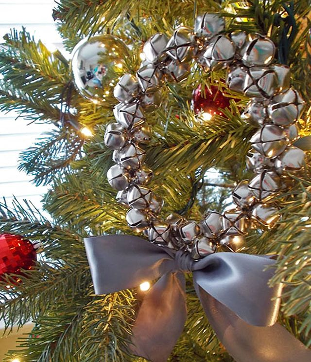 The Ultimate DIY Holiday Wreath Roundup Jingle bells, Holiday