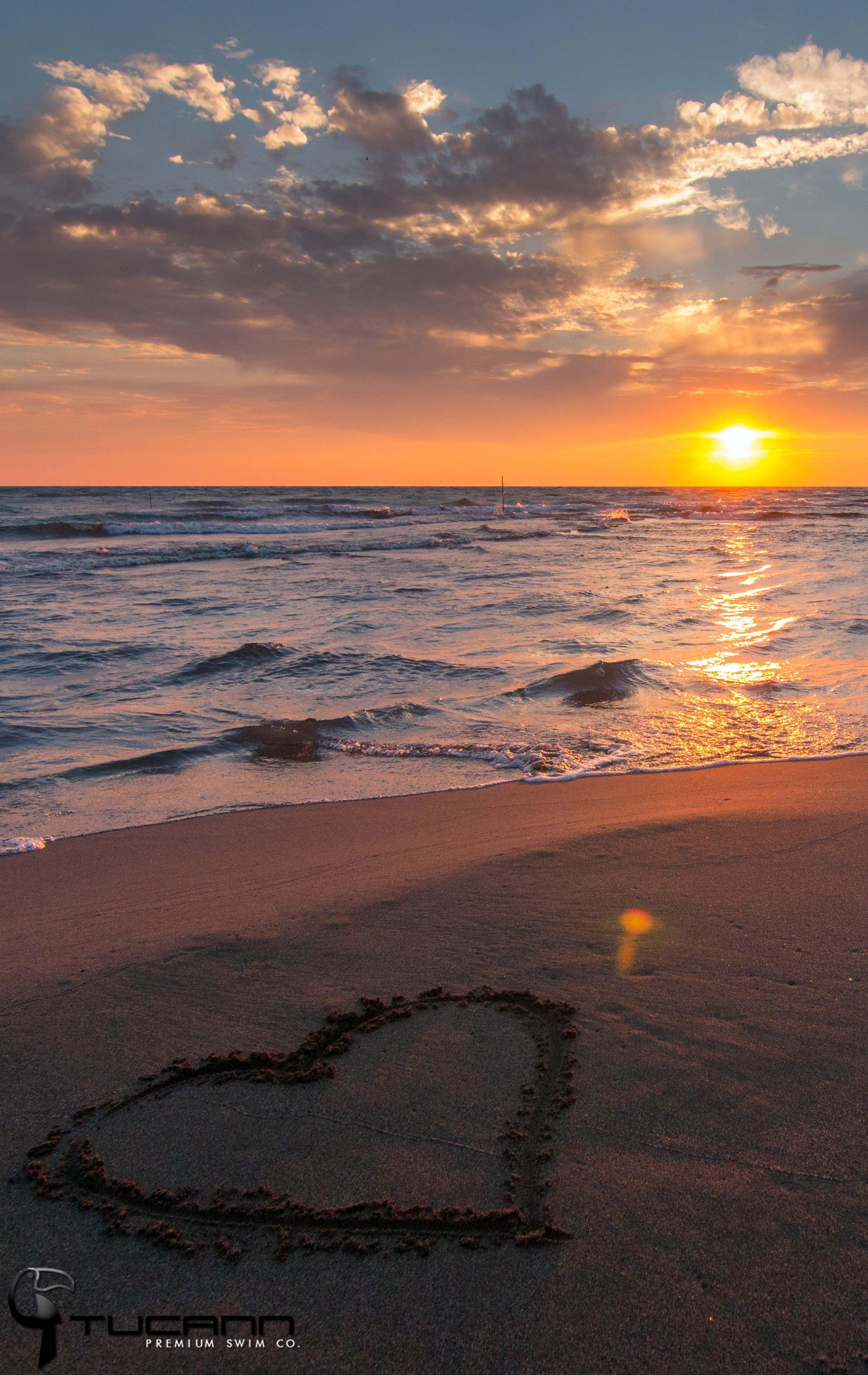 Beautiful Sunset On The Beach Tucann Beach Fun Tucann Party