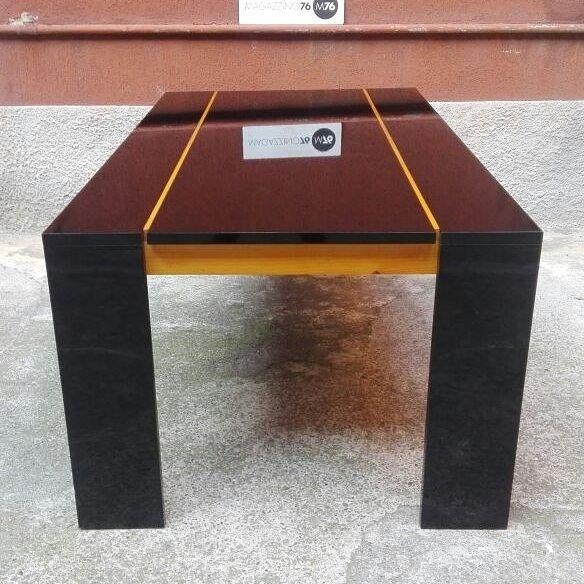 tavolo da pranzo laccato nero con dettagli in legno chiaro tema ... - Tavolino Laccato Company