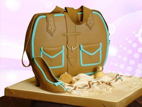 TENDENCIA: Increíbles pasteles de Fondant Aunque esta tendencia lleva bastantes años en el mercado de los pasteles, no parece tener ganas de irse. Cada día agarra más fuerza y se ven pasteles muy impresionantes.  Artículo completo aquí... https://www.sabrosia.com/…/tendencia-increibles-pasteles-d…/ www.newcake.net #newcakeboutique #weddingcake #cakeart #marcoantoniolopez #cursoscakes #fashioncake #FONDANT