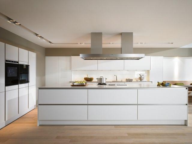 Cuisine blanche avec ilot cuisine blanc avec ilot central - Decorer cuisine toute blanche ...
