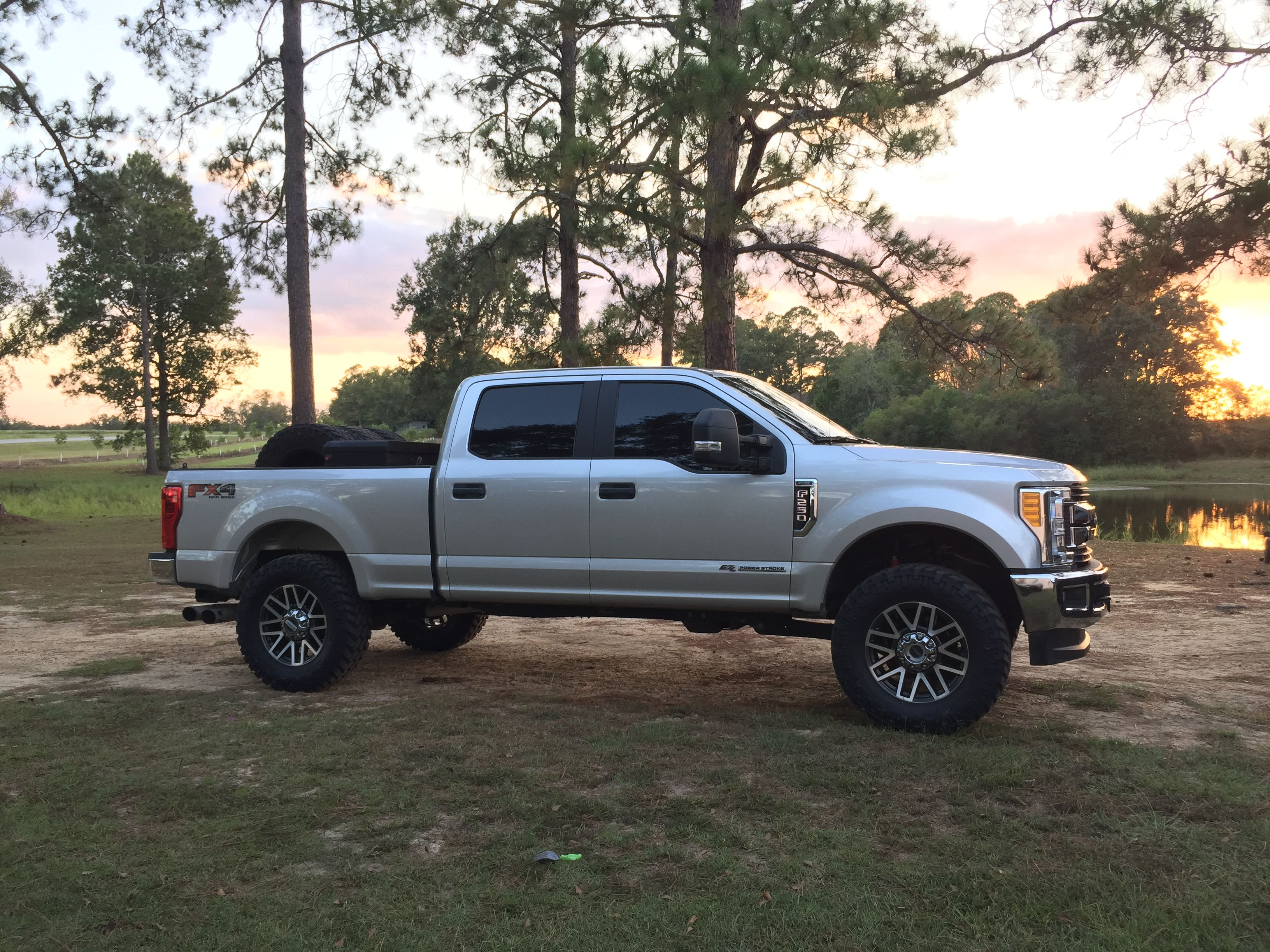 2017 F250 Leveling Kit >> F250 2017 With Leveling Kit And 37 Tires Pickup Trucks