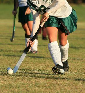 How To Dribble In Field Hockey Isport Com Field Hockey Hockey Video Games For Kids