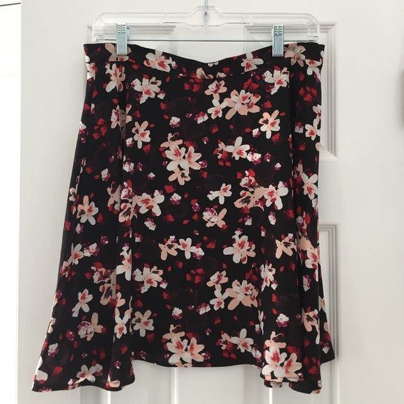Floral skirt Amour Vert circle skirt! NWT! Cute floral pattern for spring. Runs small. Amour Vert Skirts Circle & Skater