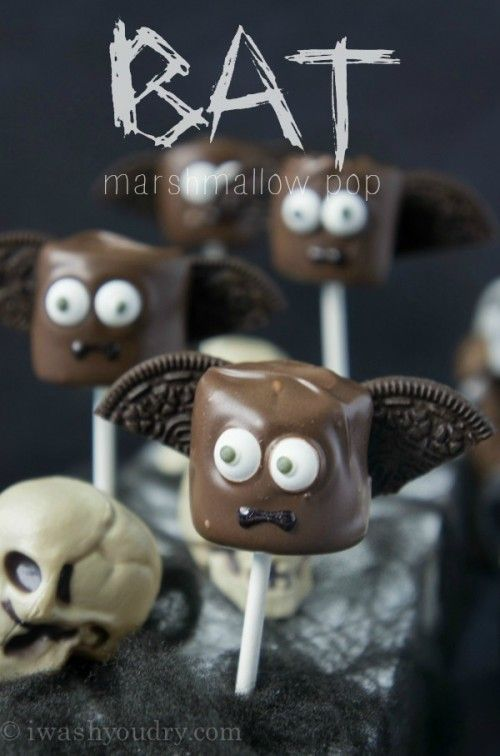 Full picture tutorial on how to make these simple Halloween Marshmallow Pops! A Zombie, Bat, Witch, and Skeleton, so cute and fun!