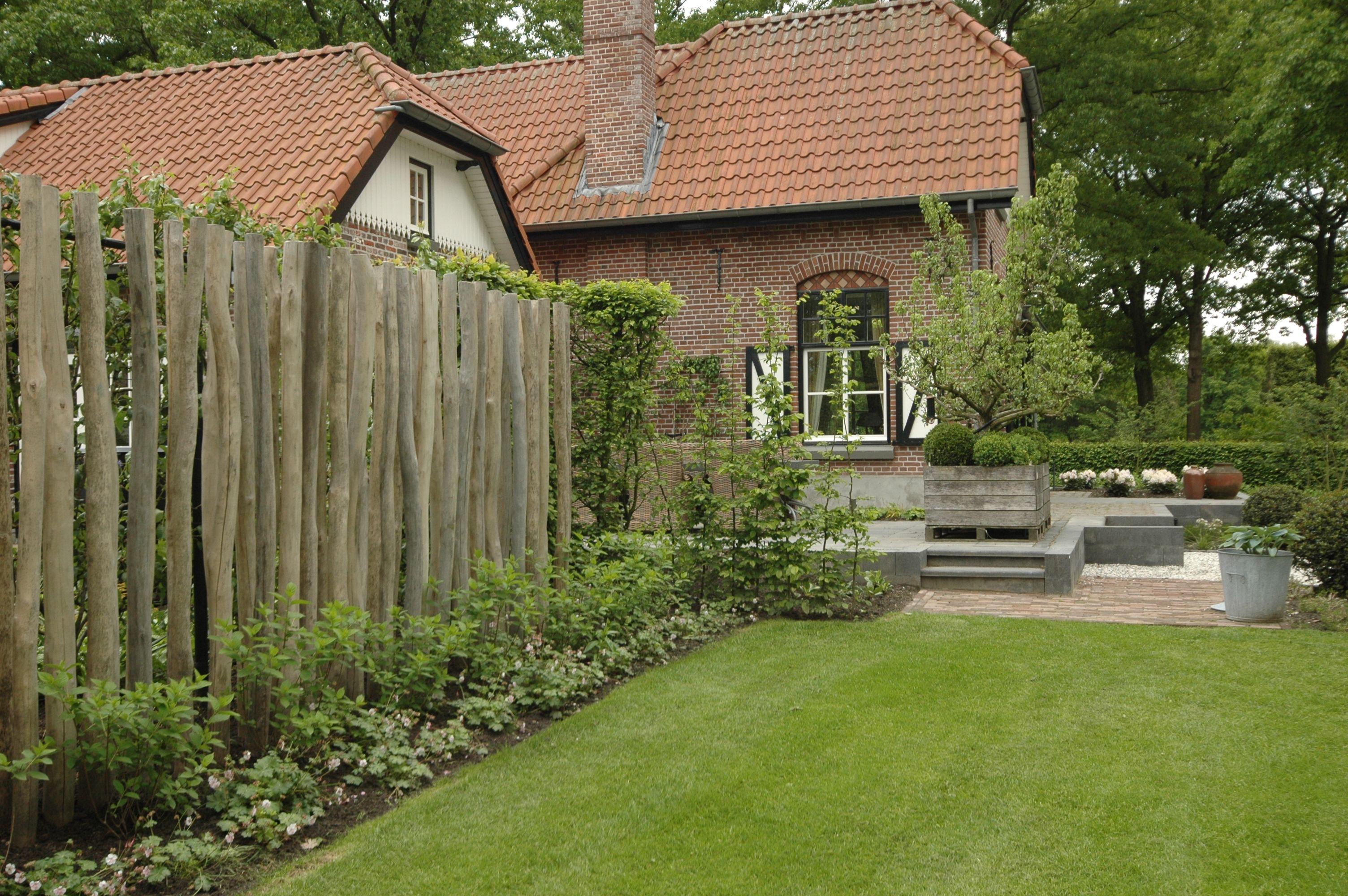 Houten Scheidingswand Tuin : Ronde houten palen in tuin google zoeken tuin garden
