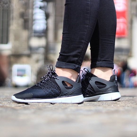 Women's Nike Free Viritous Brand new with box but no lid. Nike