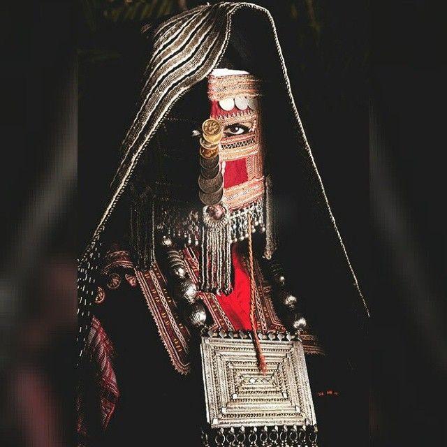 لباس وبرقع وحلي بدو الحجاز من حرب ورشايدة وجهينة وعتيبة ومطير وبني سليم وغيرهم من القبائل The Traditional Bu Arabian Costume Arabian Women World Cultures