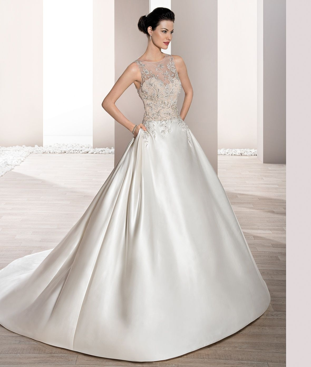 Timeless Wedding Gown: Bridal Dresses Bold And Timeless. (With