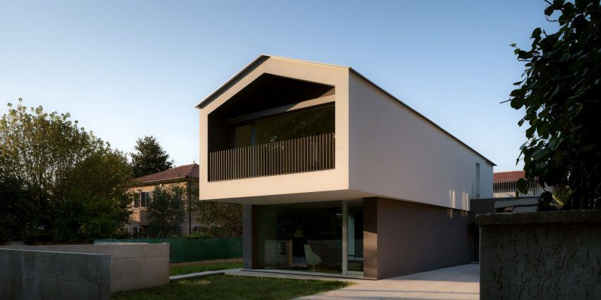Turned House by MZC Plus (5)