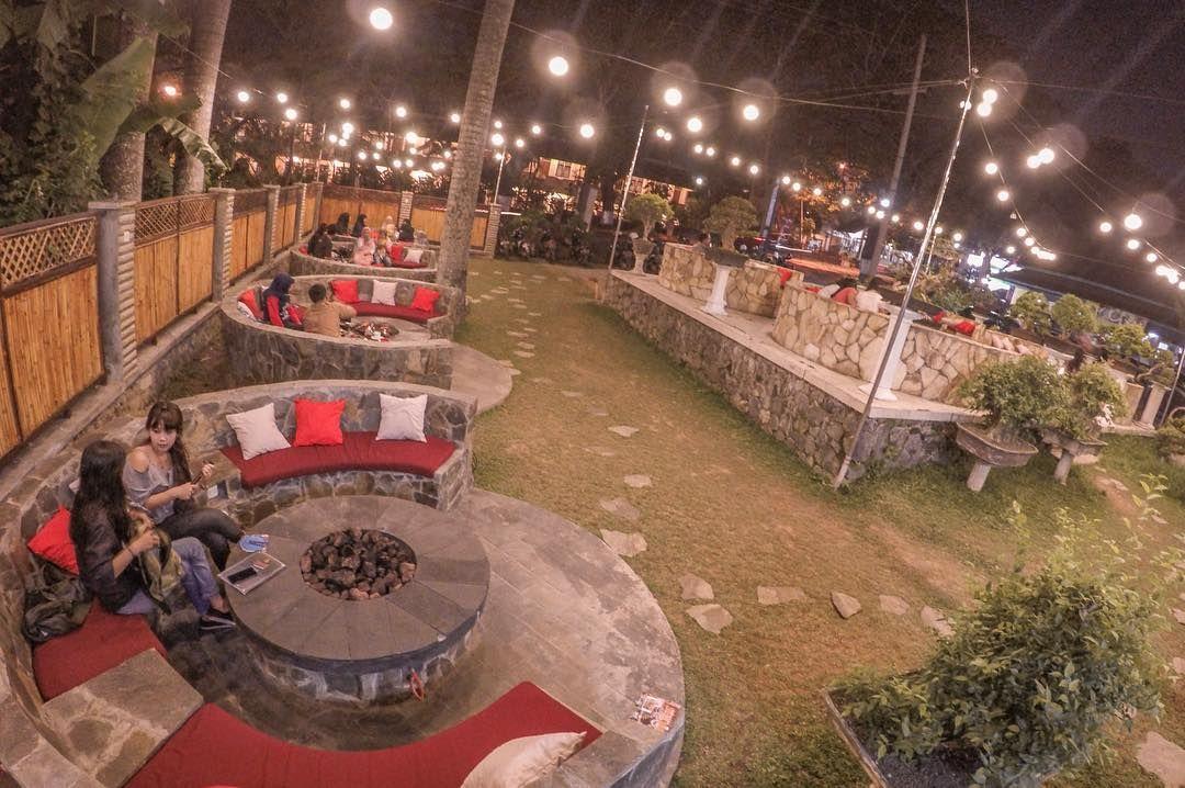 Alamat dan Lokasi Campfire Malang, Café Outdoor dengan