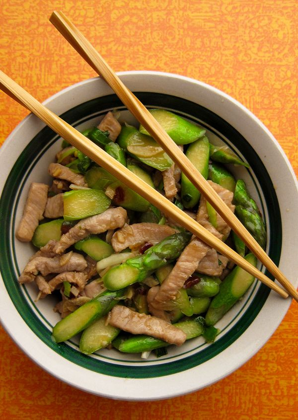 Wild boar stir fry with asparagus. Simple, fast, easy. Recipe on http://honest-food.net