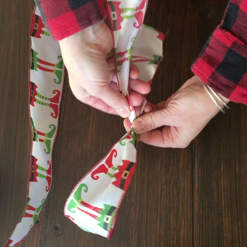 How To Tie A Christmas Bow With 1 Sided Ribbon