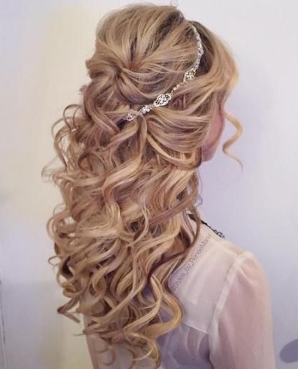 15 Prettiest Half Up Quinceanera Hairstyles Quinceanera Quince Hairstyles Hair Styles Long Hair Styles