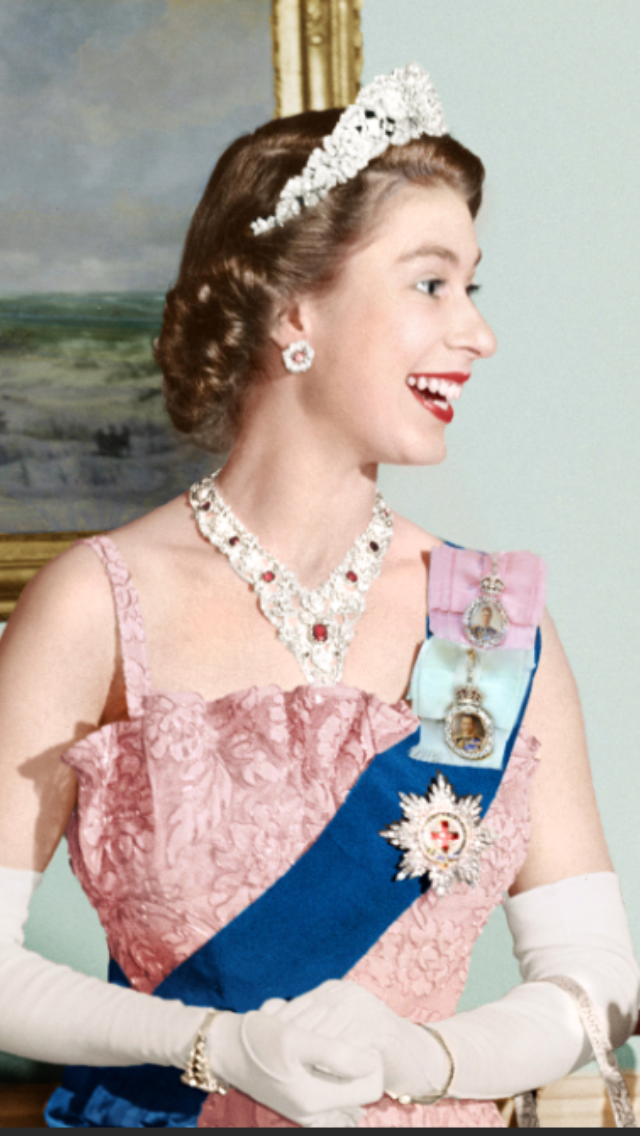 She's smiling!!! (With images) Young queen elizabeth