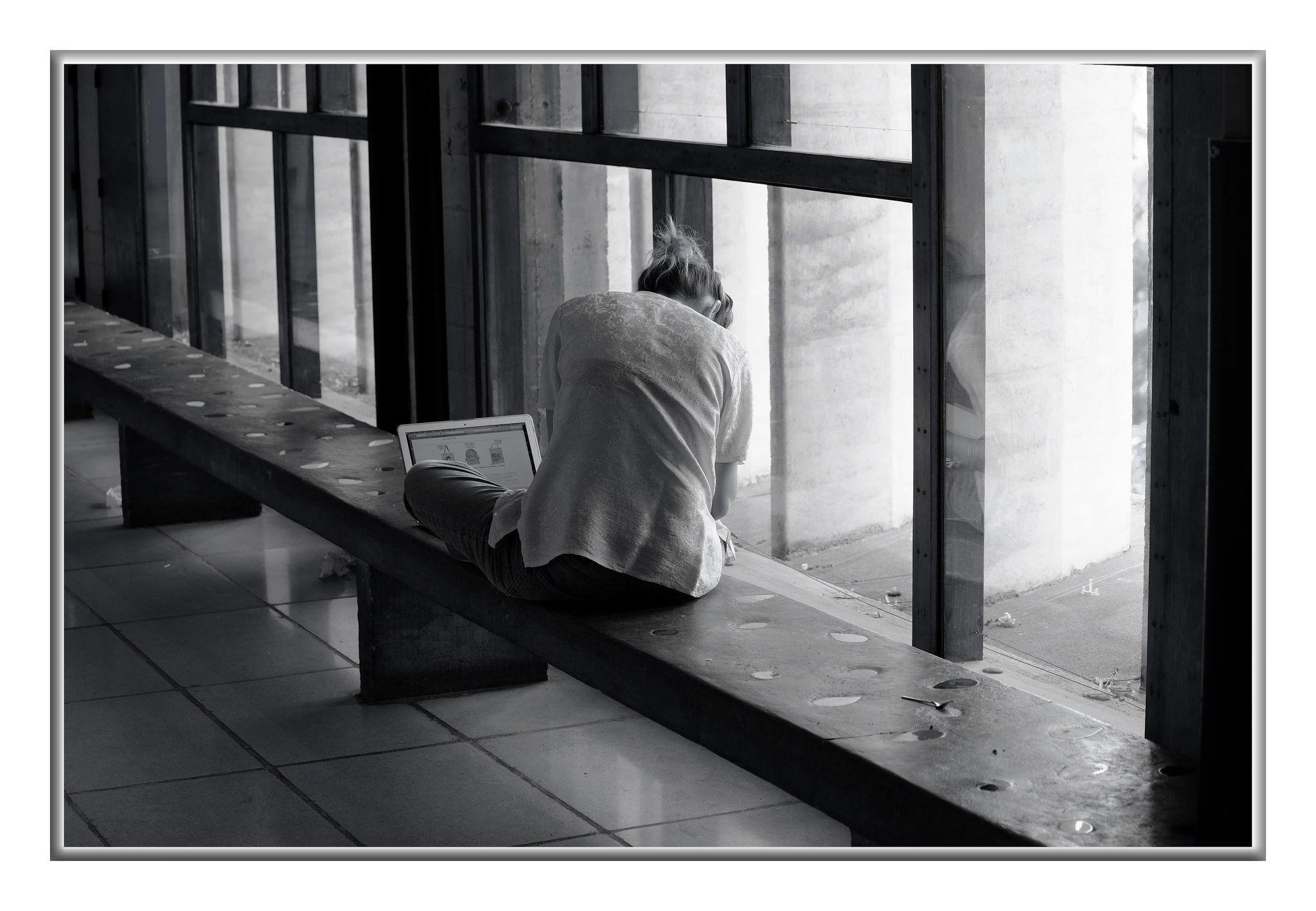 https://flic.kr/p/DRZe6A | Le Corbusier, Marseille, La Cité Radieuse. | Achevée en 1952, La Cité Radieuse voulue par Le Corbusier est installée 280, boulevard Michelet, dans le 8ème arrondissement de Marseille, non loin du Vélodrome.