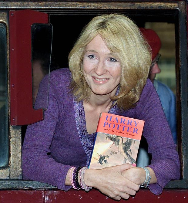 Author J K Rowling Leans Out Of A Steam Train Named The Hogwart S Express Harry Potter Books Harry Potter Goblet Real Girls