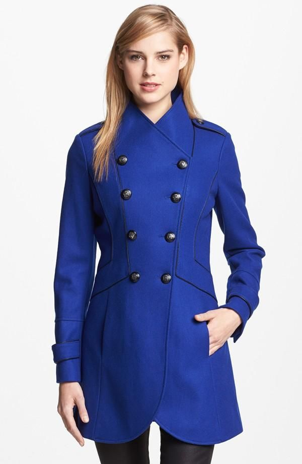 Abrigo corto entallado mujer