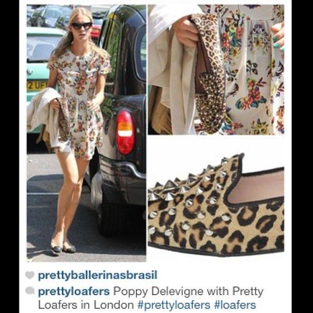 Poppy Delevigne com seus maus novos Pretty Loafers nas mãos! #prettyballerinas #prettyballerinasbrasil #prettyloafers #poppydelevigne