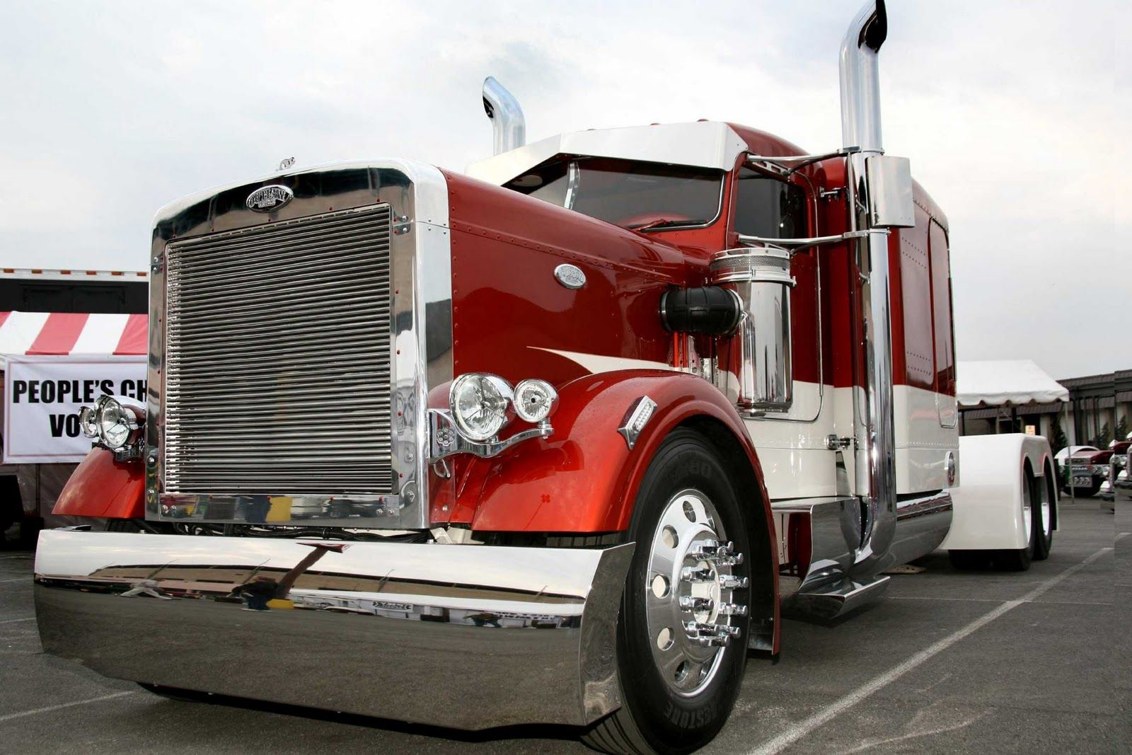 Beauitiful customized big rigs peterbilt big rig tire change over