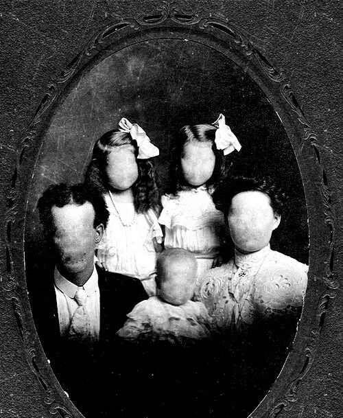 Faceless Family Portrait Creepy Vintage Creepy Photos Creepy
