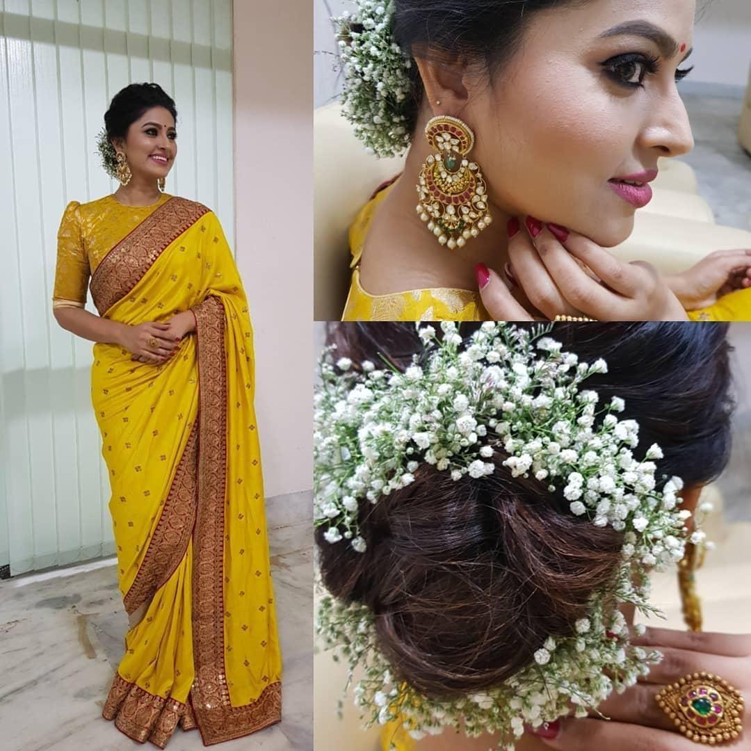 Sneha Prasanna Yellow Saree Indian Wedding Hairstyles Indian Hairstyles Saree Hairstyles