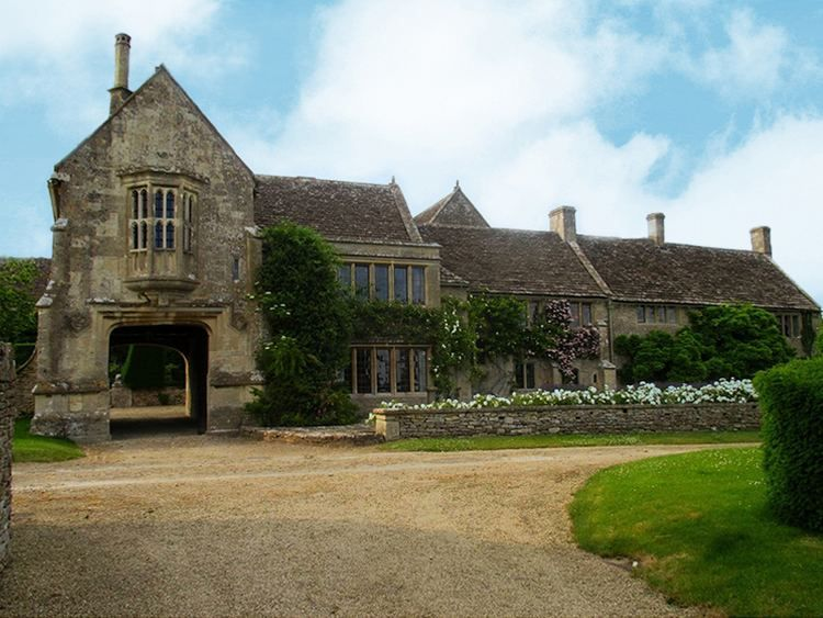 South Wraxall Manor Dates From The Early 15th Century Located At South Wraxall In The English English Manor Houses English Country House English Architecture