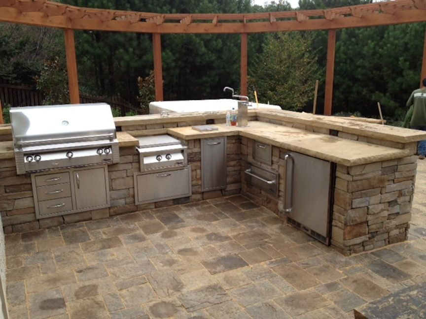 Stacked Stone Outdoor Kitchen With Raised Bar Outdoor Kitchen