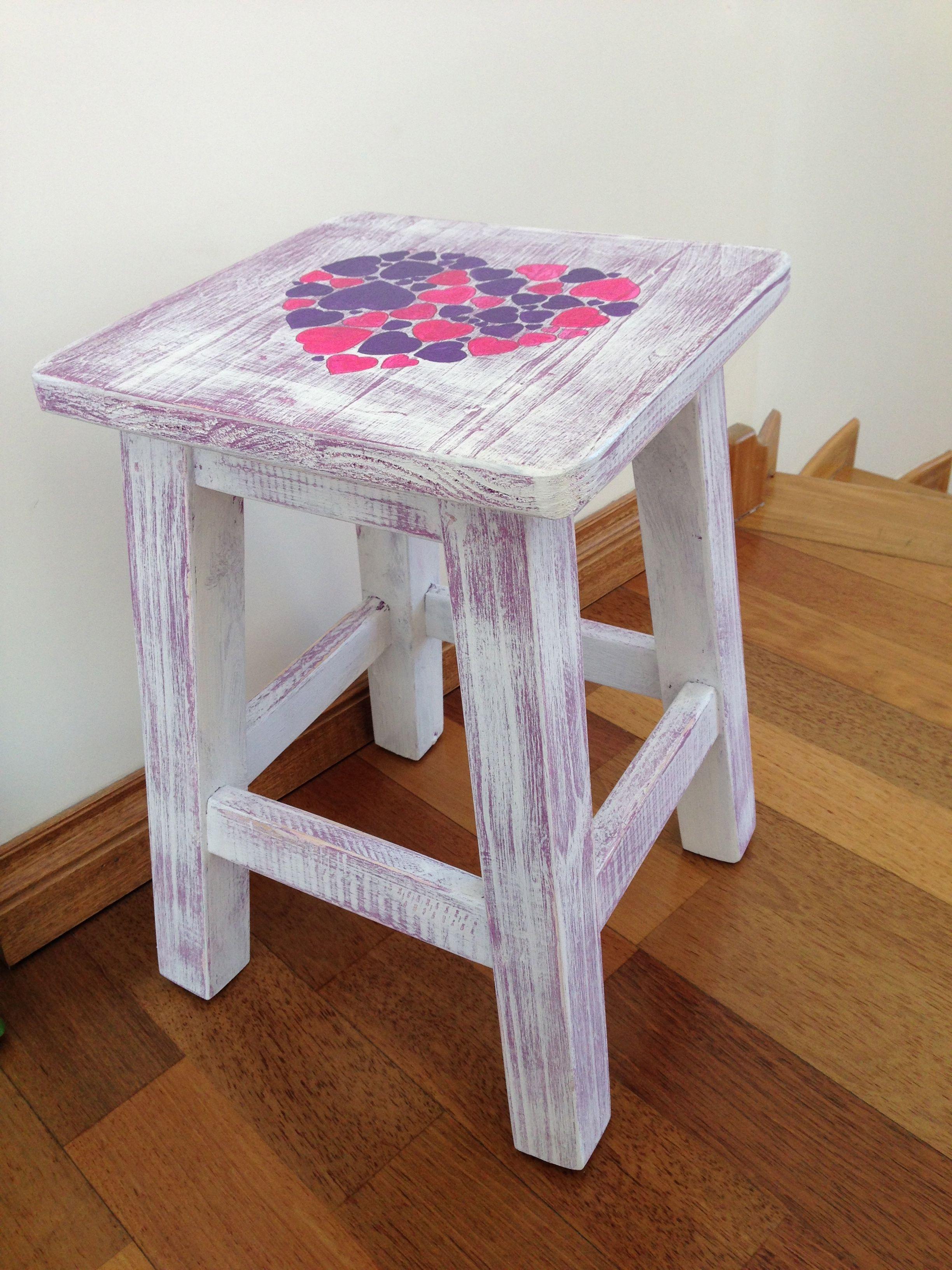 Banco blanco serie de corazones pintado a mano banquetas pinterest stools paint furniture - Banco de madera blanco ...
