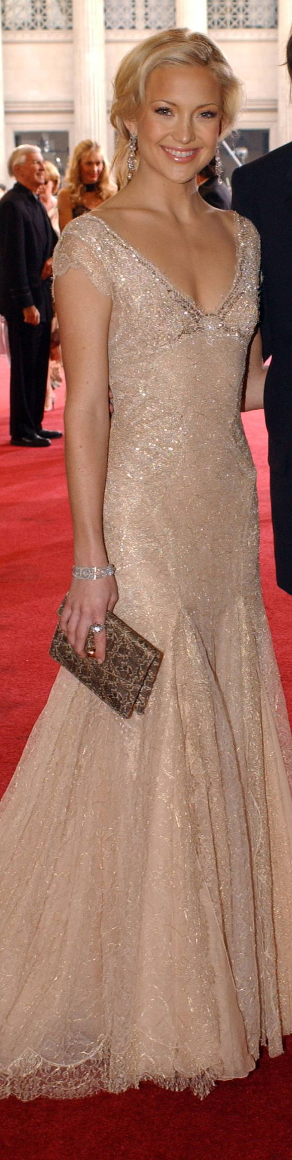 Kate hudson red carpet long dress nude glitter formal fashion