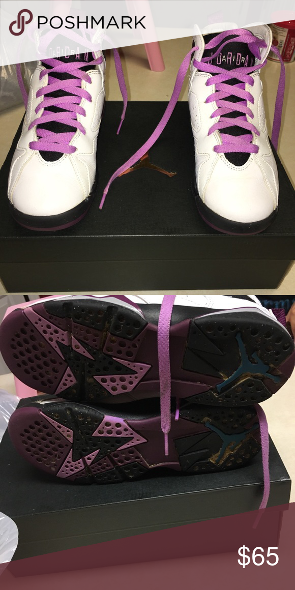 bd173d8b3e6 AIR JORDANS SIZE 4 YOUTH AIR JORDANS SIZE 4youth size 6 women's size. 8/10  condition has minor scuffs . Comes with box. Authentic!