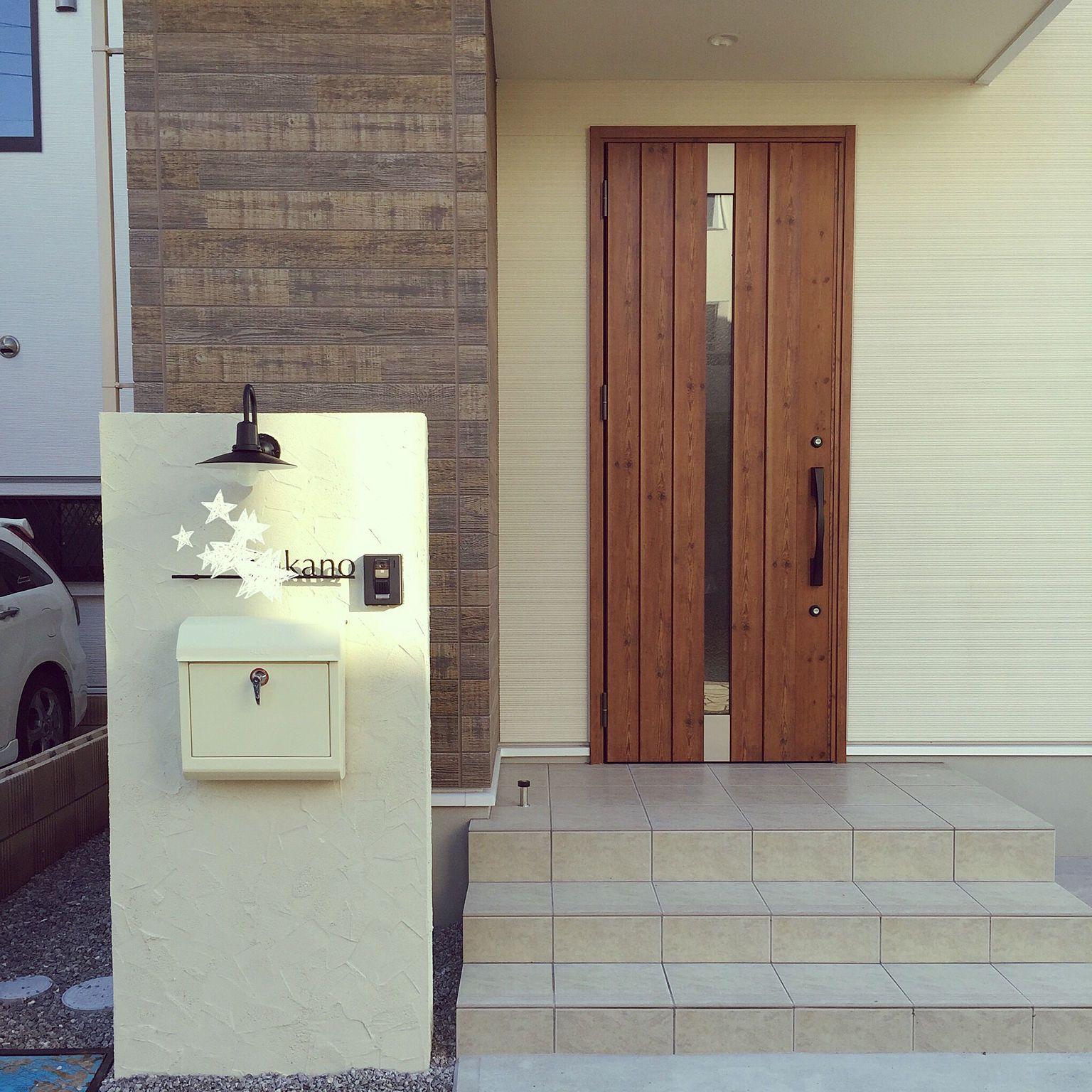 玄関 入り口 Kmew サイディング 門柱 表札 などのインテリア実例