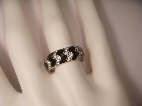 18K White Gold Hidalgo Diamond Zigzag Enamel Wedding Band Ring