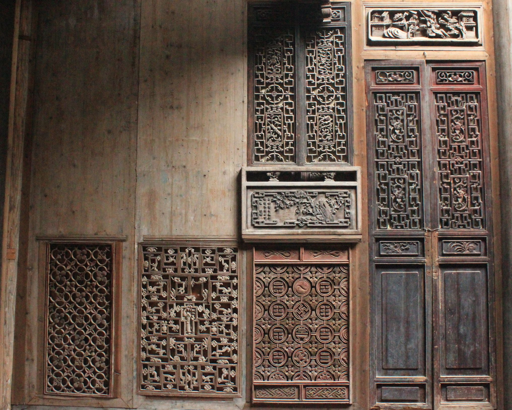 Ancient chinese wooden screen location chengkan china
