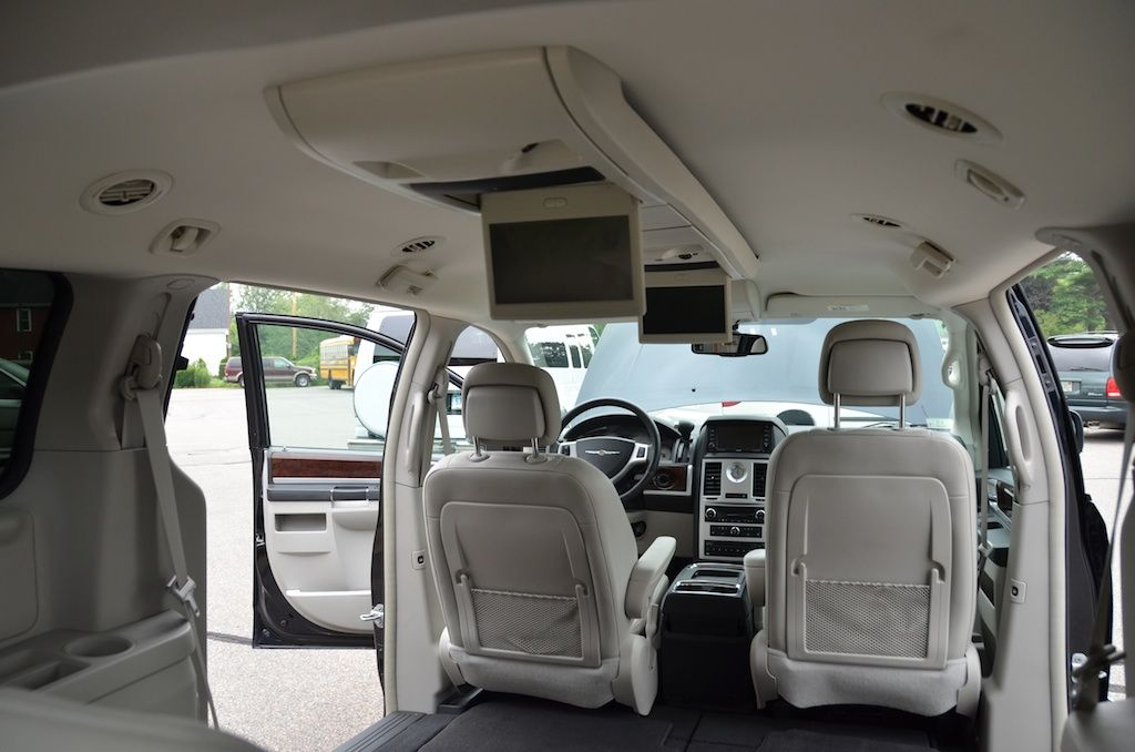 The front view of the Interior of the 2010 Chrysler Town